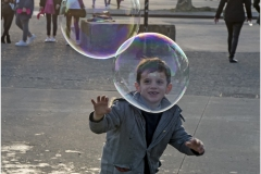 www.regardsetimages.fr-29-ledo-jean-dans-sa-bulle.