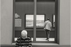 www.regardsetimages.fr-37-ledo-jean-sitting-au-musee.
