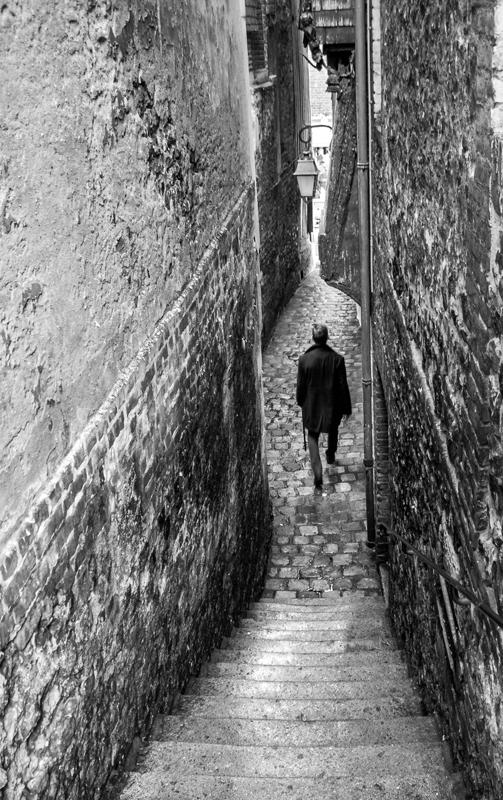 M Carlo Seul dans l'ombre